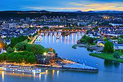 DZT-Koblenz-Deutsches-Eck-abends